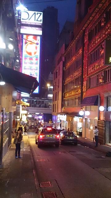 夜の香港の街